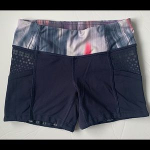 Lululemon women's boogie shorts GUC. Indigo sz 2